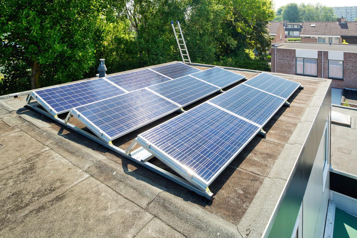 4 factoren die bepalen of een dak geschikt is voor zonnepanelen
